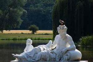 Скульптуры в французском саду