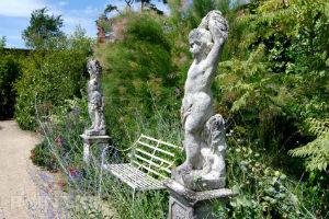 Мебель в английском саду
