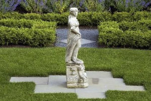 Скульптуры в английском саду
