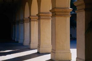 Четырехгранные колонны квадратного и прямоугольного сечения