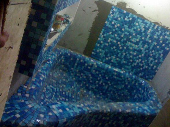 конец облицовки бетонной ванны