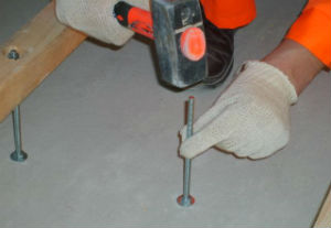 Устройство регулируемых лаг по бетонному полу