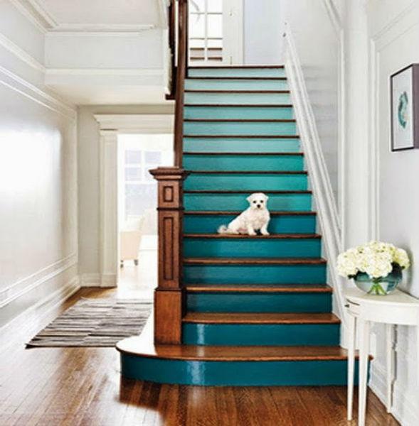 Лестница в доме в стиле деграде омбре градиент