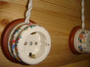 Розетка накладная стеновая электрическая