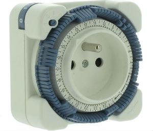 Розетка со встроенным контроллером времени (реле времени)