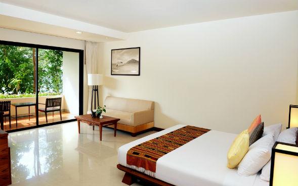 Низкая мебель в помещениях с низкими потолками