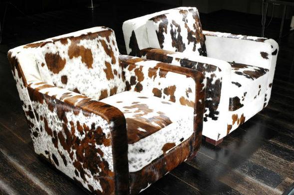 Мебель оббитая шкурой животного в интерьере комнат