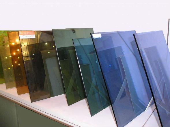 Применение тонированного стекла в современном дизайне