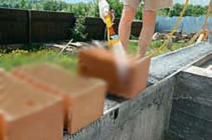 Очистка и увлажнение блоков ракушечника