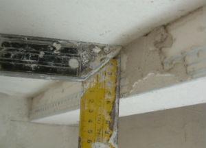 шпаклевание угольником криволинейных радиусных и прямолинейных гипсокартонных деталей конструкций