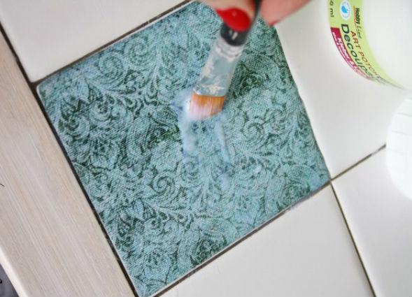 Декорирование старой кафельной керамической плитки бумагой салфетками (декупаж)
