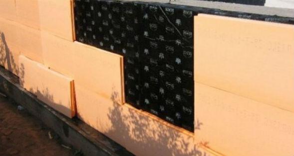 Гидроизоляция и теплоизоляция цоколя для дальнейшей отделки облицовкой
