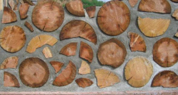 Кладка cordwood стен дома из дров и пеньков