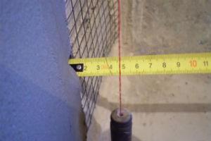 Выравнивание штукатуркой очень кривых заваленных стен