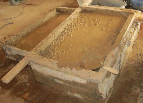 Заготовка глины на соломенный раствор для пеньковой кладки глиночурка