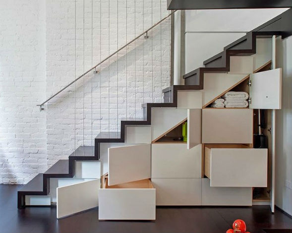 Кладовая под лестницей